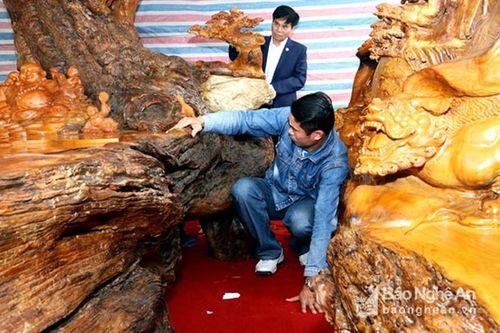 Gần 3 tỷ đồng cho một bộ bàn ghế gỗ Tứ Linh - Ảnh 3
