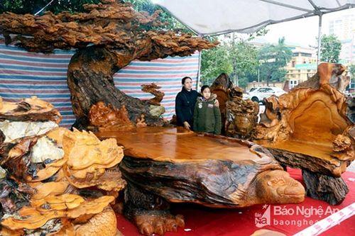 Gần 3 tỷ đồng cho một bộ bàn ghế gỗ Tứ Linh - Ảnh 4