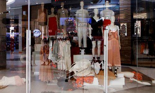 H&M đóng hàng loạt cửa hàng sau quảng cáo phân biệt chủng tộc - Ảnh 1