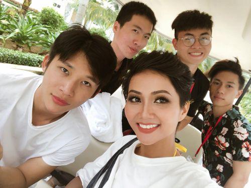 Quá khứ của Hoa hậu Hoàn vũ H'Hen Niê tiếp tục gây chú ý - Ảnh 1