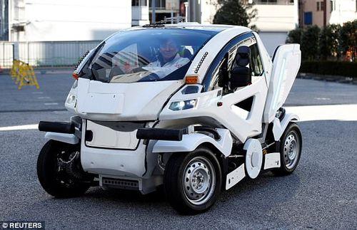 Chiếc ô tô điện có thể gập lại như phim Transformer có giá thế nào? - Ảnh 1