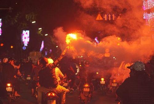 Sau chiến thắng của U23 Việt Nam, cảnh sát thức trắng đêm chống đua xe - Ảnh 1