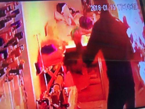 Người Anh phẫn nộ về vụ doanh nhân Anh thiêu xăng một phụ nữ Việt  - Ảnh 1