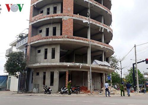 Rơi từ tầng 6 ngôi nhà đang xây, một phụ nữ nguy kịch - Ảnh 1