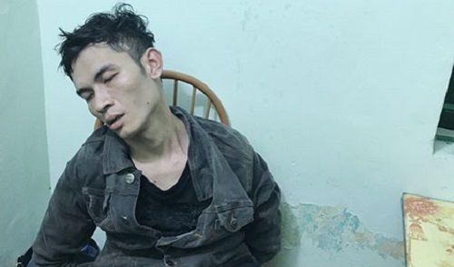 """Lào Cai: Nghẹt thở giây phút giải cứu cô gái bị """"ngáo đá"""" kề dao vào cổ - Ảnh 1"""