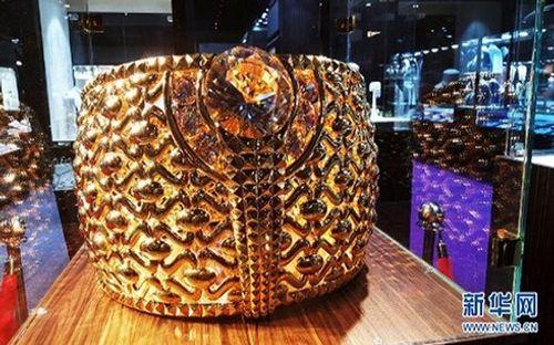 UAE trưng bày nhẫn vàng nặng tới 64kg, giá chót vót 66 tỷ đồng - Ảnh 1