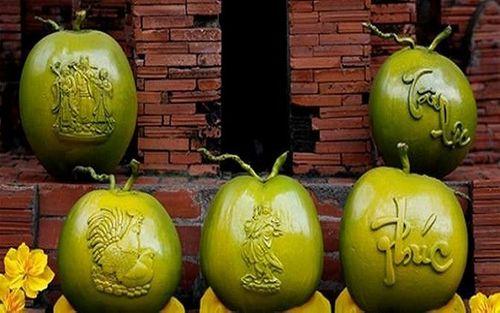 Dừa khắc chữ hét giá tiền triệu vẫn hút khách dịp Tết Nguyên đán - Ảnh 1