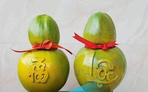 Dừa khắc chữ hét giá tiền triệu vẫn hút khách dịp Tết Nguyên đán - Ảnh 2