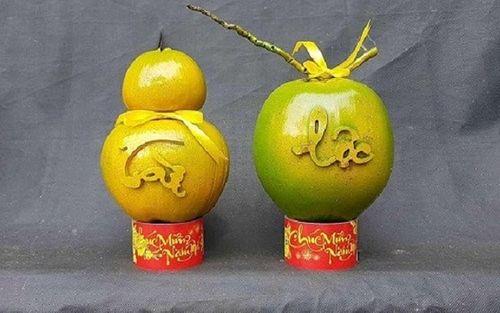 Dừa khắc chữ hét giá tiền triệu vẫn hút khách dịp Tết Nguyên đán - Ảnh 4