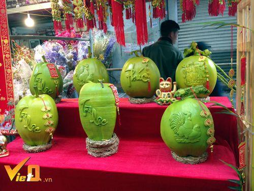 Dừa khắc chữ hét giá tiền triệu vẫn hút khách dịp Tết Nguyên đán - Ảnh 8