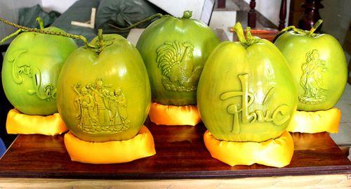 Dừa khắc chữ hét giá tiền triệu vẫn hút khách dịp Tết Nguyên đán - Ảnh 7