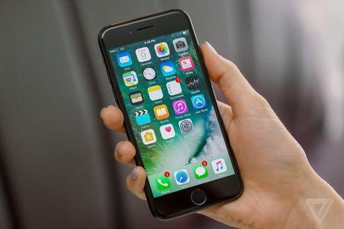 Scandal làm chậm iPhone, Apple có thể mất 10 tỷ USD - Ảnh 1