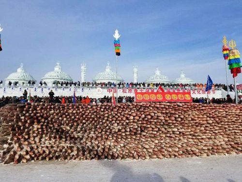Bức tường kỳ lạ xây bằng 2000 con cá - Ảnh 2