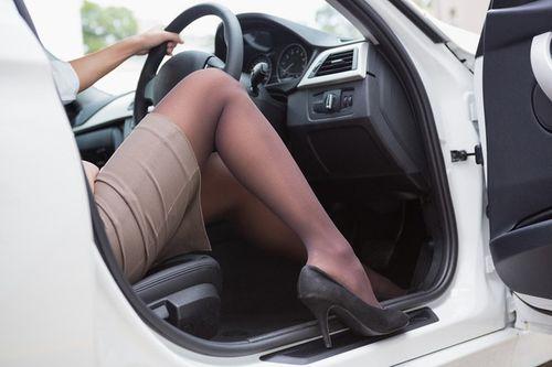 Để an toàn, tài xế cần tránh 7 hành động sau khi ngồi lên ô tô  - Ảnh 2