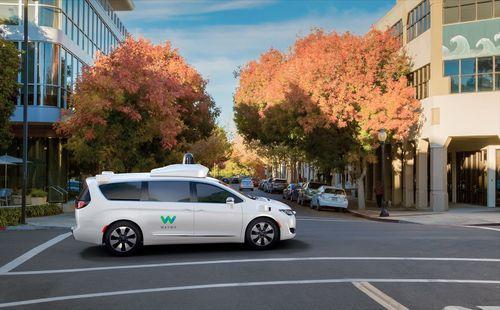 Google đặt mua hàng nghìn xe Chrysler để thử nghiệm công nghệ xe tự lái - Ảnh 2