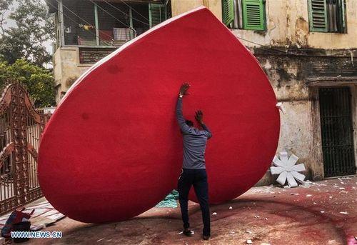 Hình ảnh không khí đón Valentine trên khắp thế giới - Ảnh 4