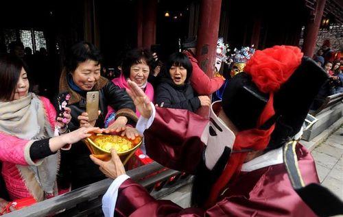 Người Trung Quốc đón ngày Thần Tài như thế nào? - Ảnh 6
