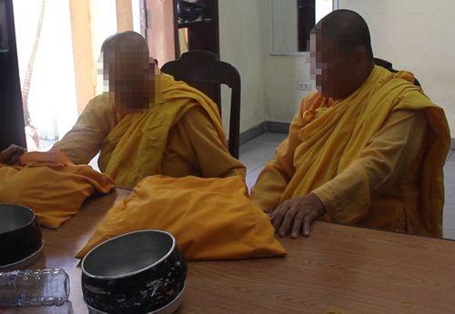 Phát hiện 2 sư giả đi khất thực tại chùa Bà Thiên Hậu  - Ảnh 1