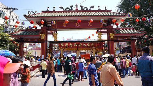 Phát hiện 2 sư giả đi khất thực tại chùa Bà Thiên Hậu  - Ảnh 2