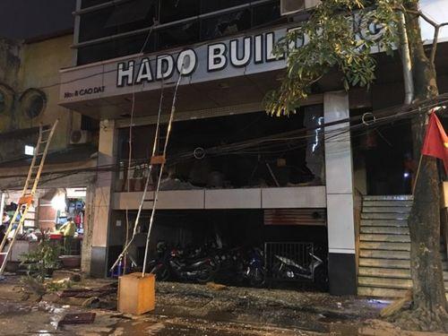 Cháy nhà hàng cao 12 tầng, giải cứu an toàn 17 người mắc kẹt - Ảnh 1