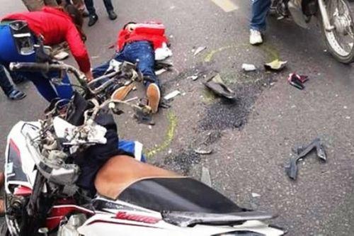 Va chạm với xe khách, 2 người Trung Quốc đi xe máy tử vong - Ảnh 1
