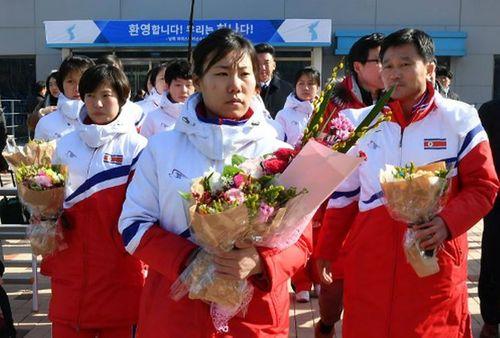 """Hai người đàn ông """"bí ẩn"""" trong phái đoàn Triều Tiên đến Hàn Quốc dự Olympic - Ảnh 1"""