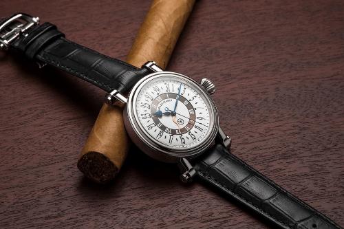 Đồng hồ hàng hiệu làm từ vật liệu hàng không vũ trụ giá đến 300 triệu đồng - Ảnh 2