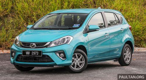 Người dân Malaysia xếp hàng mua xe ô tô giá 234 triệu đồng - Ảnh 1