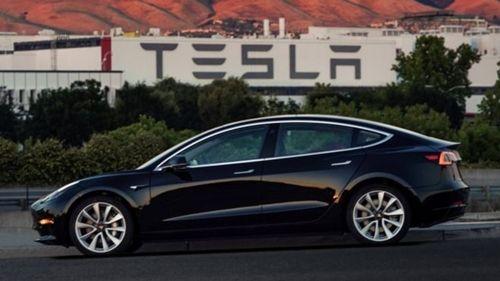 """Hãng xe điện Tesla """"lung lay"""" báo lỗ kỷ lục vì gặp trục trặc sản xuất - Ảnh 1"""