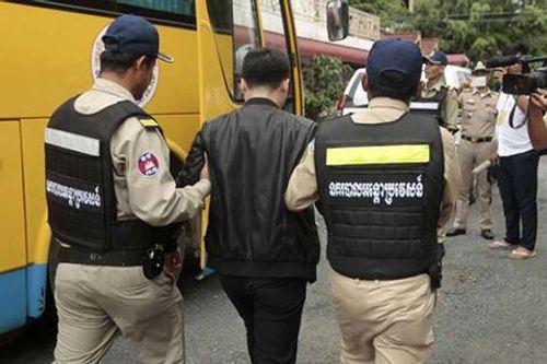 Campuchia bắt giữ 100 người Trung Quốc vì nghi ngờ gian lận viễn thông - Ảnh 1