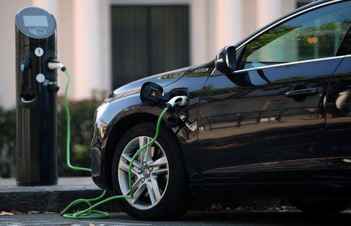 Đức đầu tư 4,7 tỷ Euro để phát triển ngành ô tô điện  - Ảnh 1
