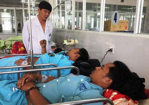 Vụ 4 người chết vì ngộ độc rượu tại Quảng Nam: Thêm 8 người phải nhập viện - Ảnh 1