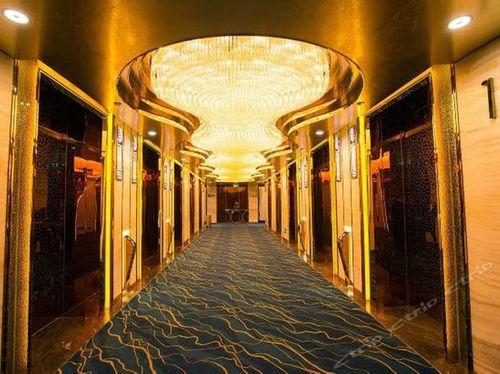 """Chiêm ngưỡng hai khách sạn """"dát vàng"""" ở Trung Quốc - Ảnh 3"""