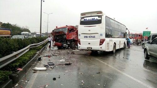 Giám đốc Cảnh sát PCCC Hà Nội lý giải việc xe cứu hỏa lựa chọn đi ngược chiều trên cao tốc - Ảnh 1
