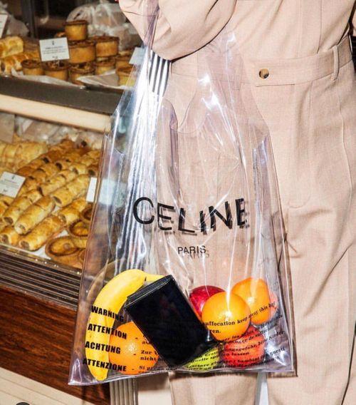 """""""Dép rọ"""" 11 triệu của Gucci chưa """"kinh hãi"""" bằng túi nilon đi siêu thị...13 triệu đồng của hãng thời trang Pháp - Ảnh 2"""