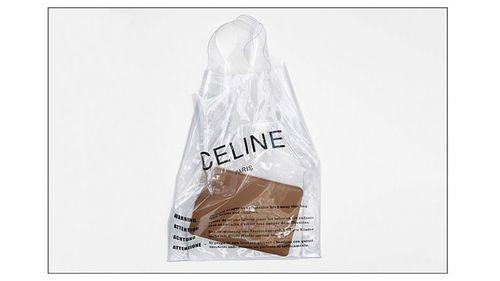 """""""Dép rọ"""" 11 triệu của Gucci chưa """"kinh hãi"""" bằng túi nilon đi siêu thị...13 triệu đồng của hãng thời trang Pháp - Ảnh 1"""