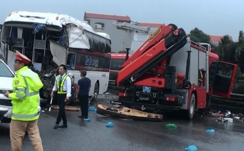 Ô tô khách đâm xe chữa cháy: Tài xế xe khách không thể tránh được tai nạn - Ảnh 1