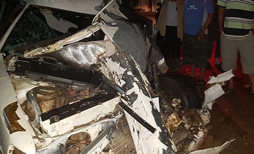 Ô tô con đâm trực diện xe đầu kéo, tài xế tử vong - Ảnh 1
