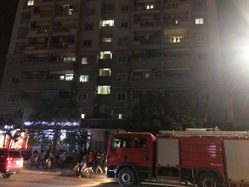 Hà Nội: Cháy chung cư cao tầng, khói bốc cao nghi ngút - Ảnh 1