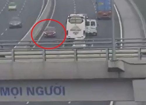 Nữ tài xế lái xe ngược chiều trên cao tốc Hà Nội – Hải Phòng có thể bị xử lý hình sự? - Ảnh 1