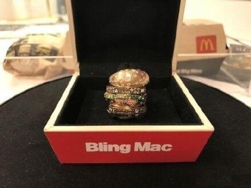 """""""Chiếc bánh Hamburger"""" dùng để đeo duy nhất trên thế giới có giá 284 triệu đồng  - Ảnh 2"""