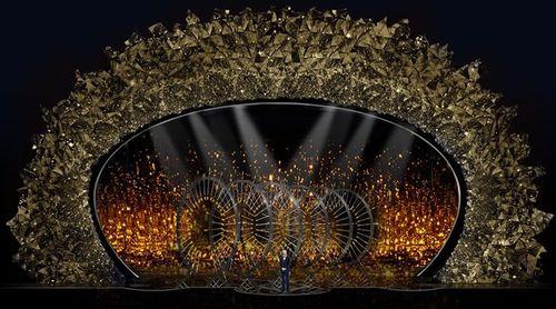 Hớp hồn với sân khấu đính 45 triệu viên pha lê, nặng 10 tấn - Ảnh 1