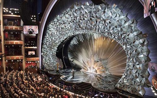 Hớp hồn với sân khấu đính 45 triệu viên pha lê, nặng 10 tấn - Ảnh 3