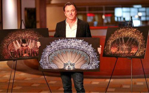 Hớp hồn với sân khấu đính 45 triệu viên pha lê, nặng 10 tấn - Ảnh 4