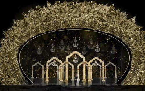 Hớp hồn với sân khấu đính 45 triệu viên pha lê, nặng 10 tấn - Ảnh 5