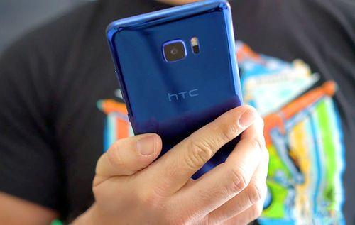 """HTC giảm sốc 50% nhiều người chớp cơ hội """"mua đi bán lại"""" kiếm lời - Ảnh 1"""