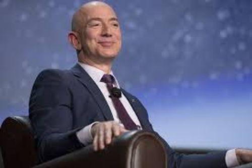 """Tỷ phú Jeff Bezos vẫn giữ """"ngôi vua"""" giàu nhất hành tinh - Ảnh 1"""