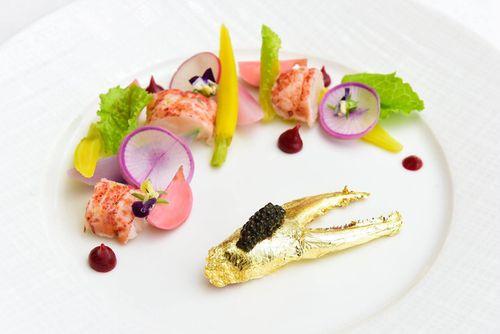 Món ăn 8/3 sang chảnh của đại gia Việt: Tôm hùm phủ vàng 24k  - Ảnh 1