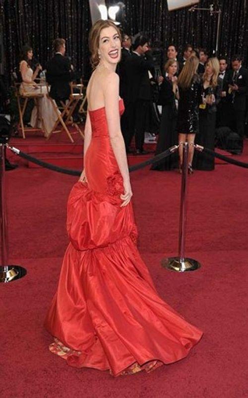 Những bộ váy siêu đắt, có giá hàng chục tỷ đồng trên thảm đỏ Oscar - Ảnh 7