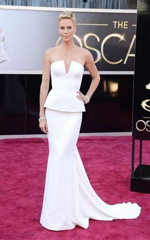 Những bộ váy siêu đắt, có giá hàng chục tỷ đồng trên thảm đỏ Oscar - Ảnh 5
